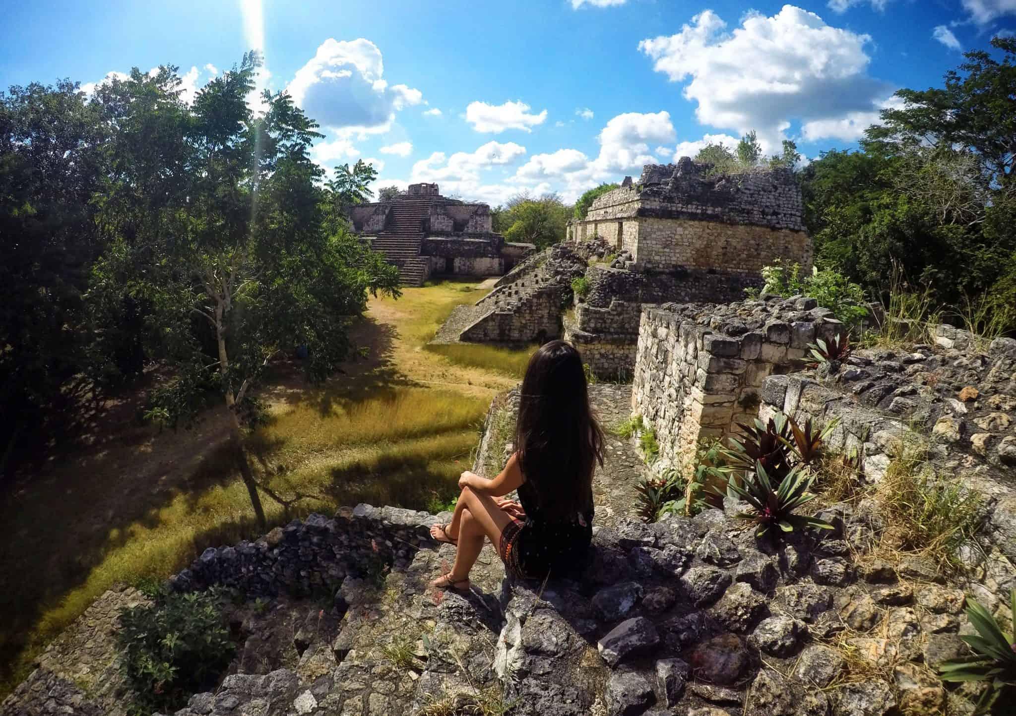 No topo de uma das ruínas de Ek Balam