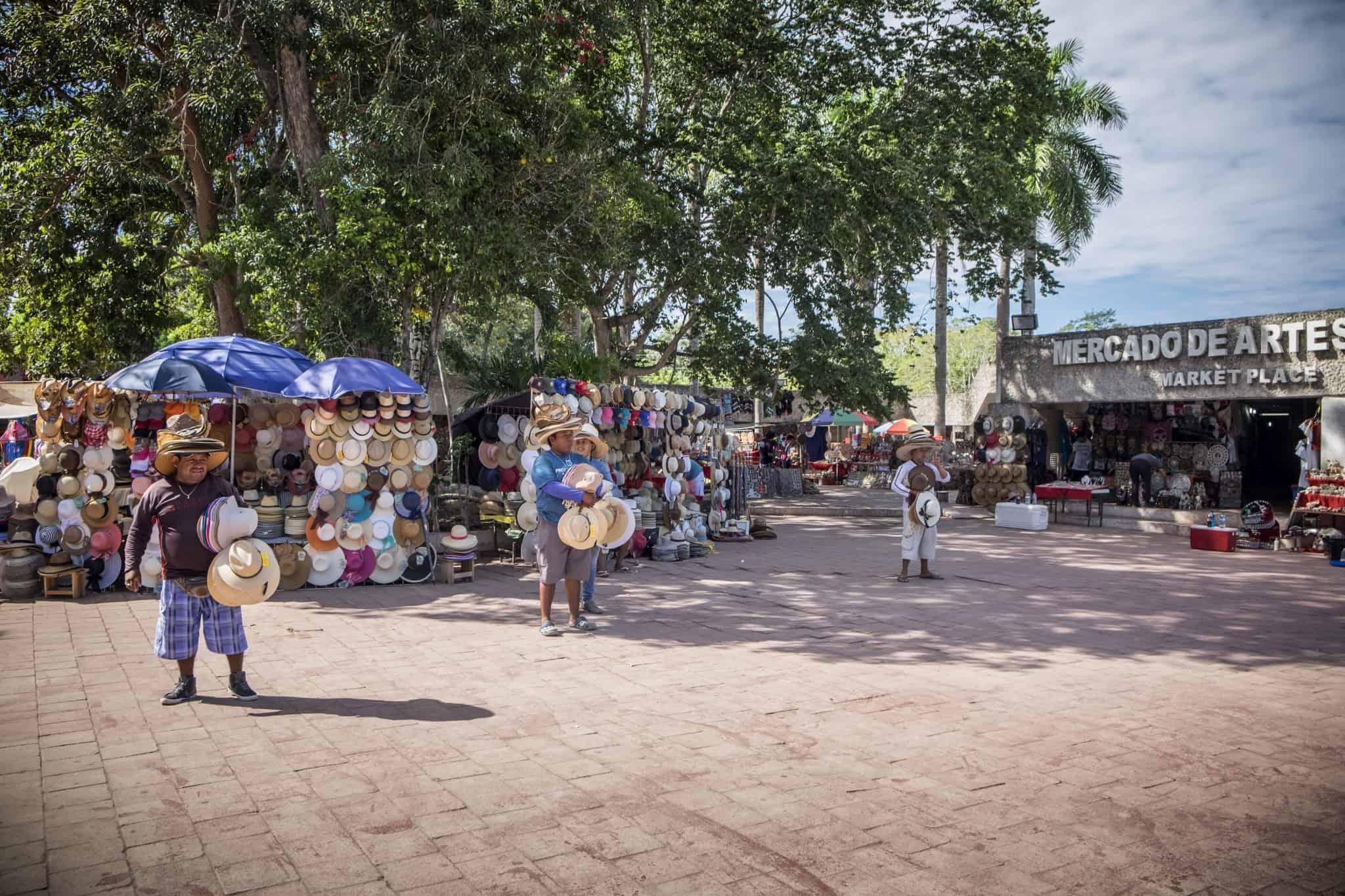 Vendedores à saída do Chichén Itzá